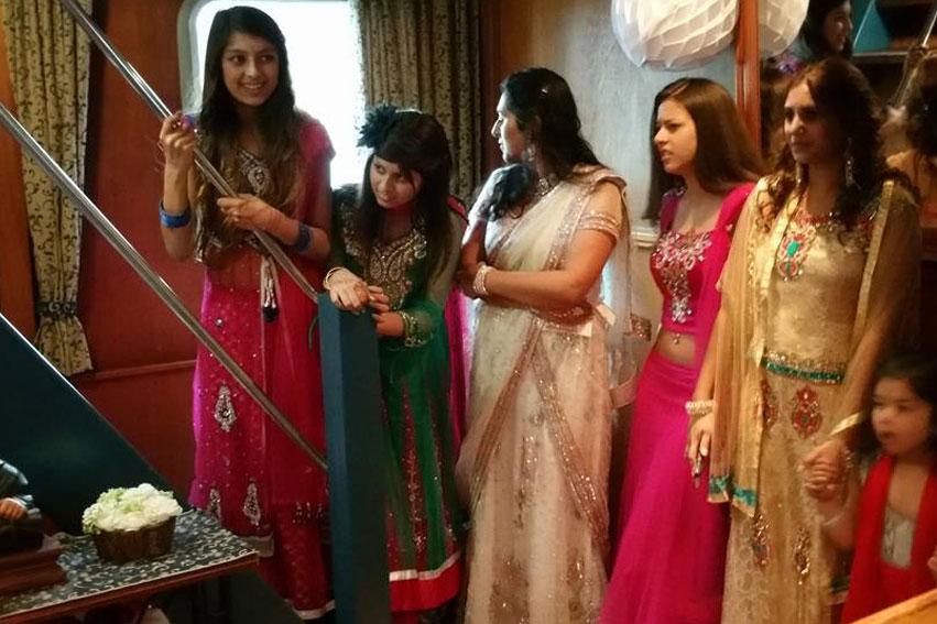 Kleurrijke huwelijksceremonie